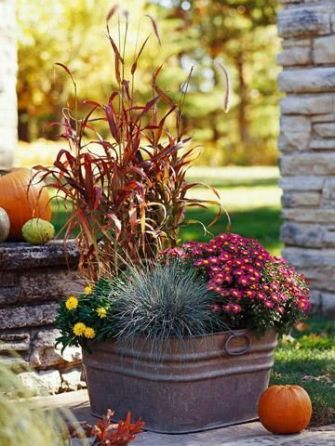 Pretty fall planters for easy outdoor fall decorations 02