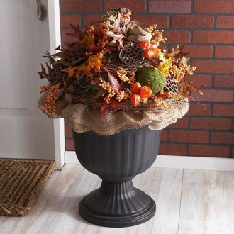 Pretty fall planters for easy outdoor fall decorations 10