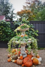 Pretty fall planters for easy outdoor fall decorations 11