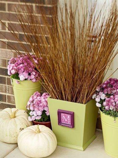 Pretty fall planters for easy outdoor fall decorations 19