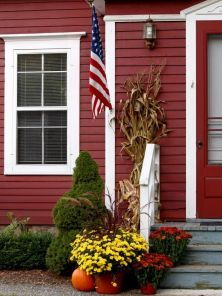 Pretty fall planters for easy outdoor fall decorations 24