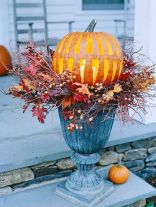 Pretty fall planters for easy outdoor fall decorations 40