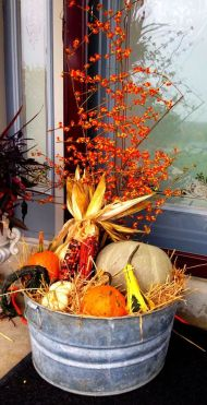 Pretty fall planters for easy outdoor fall decorations 44