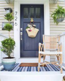 Fancy farmhouse fall porch decor and design ideas 05