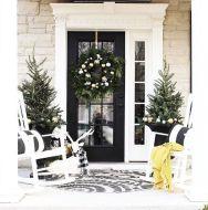Fancy farmhouse fall porch decor and design ideas 09