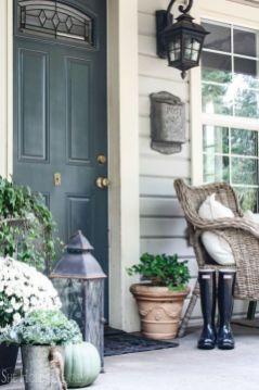 Fancy farmhouse fall porch decor and design ideas 18
