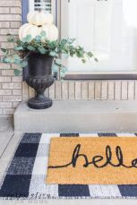 Fancy farmhouse fall porch decor and design ideas 24