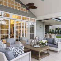 Fancy farmhouse fall porch decor and design ideas 29