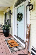 Fancy farmhouse fall porch decor and design ideas 42