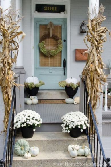 Fancy farmhouse fall porch decor and design ideas 45