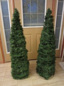 Perfect diy front porch christmas tree ideas on a budget 08