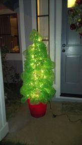 Perfect diy front porch christmas tree ideas on a budget 09