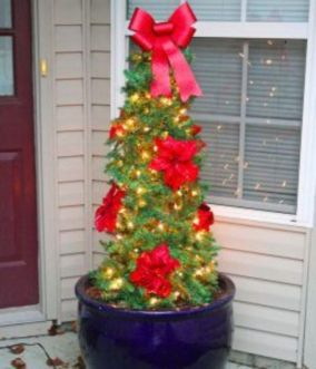Perfect diy front porch christmas tree ideas on a budget 10