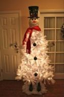Perfect diy front porch christmas tree ideas on a budget 13