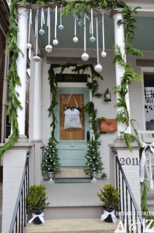 Perfect diy front porch christmas tree ideas on a budget 16