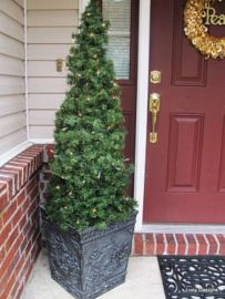Perfect diy front porch christmas tree ideas on a budget 17