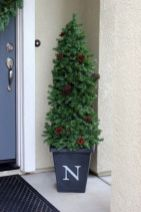 Perfect diy front porch christmas tree ideas on a budget 23