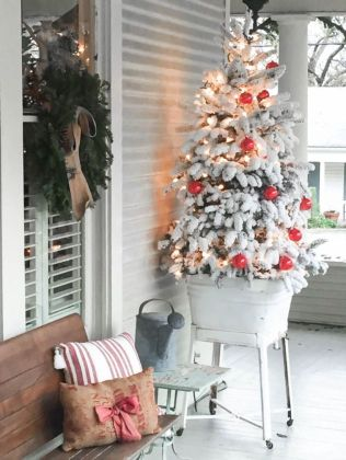 Perfect diy front porch christmas tree ideas on a budget 27