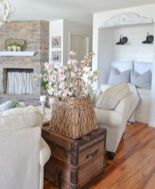 Romantic rustic farmhouse living room decor ideas 27