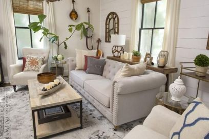 Romantic rustic farmhouse living room decor ideas 28