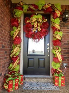 Stunning diy front porch christmas tree ideas on a budget 08