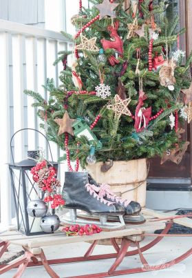 Stunning diy front porch christmas tree ideas on a budget 16
