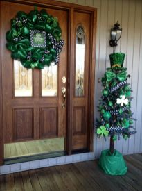 Stunning diy front porch christmas tree ideas on a budget 21