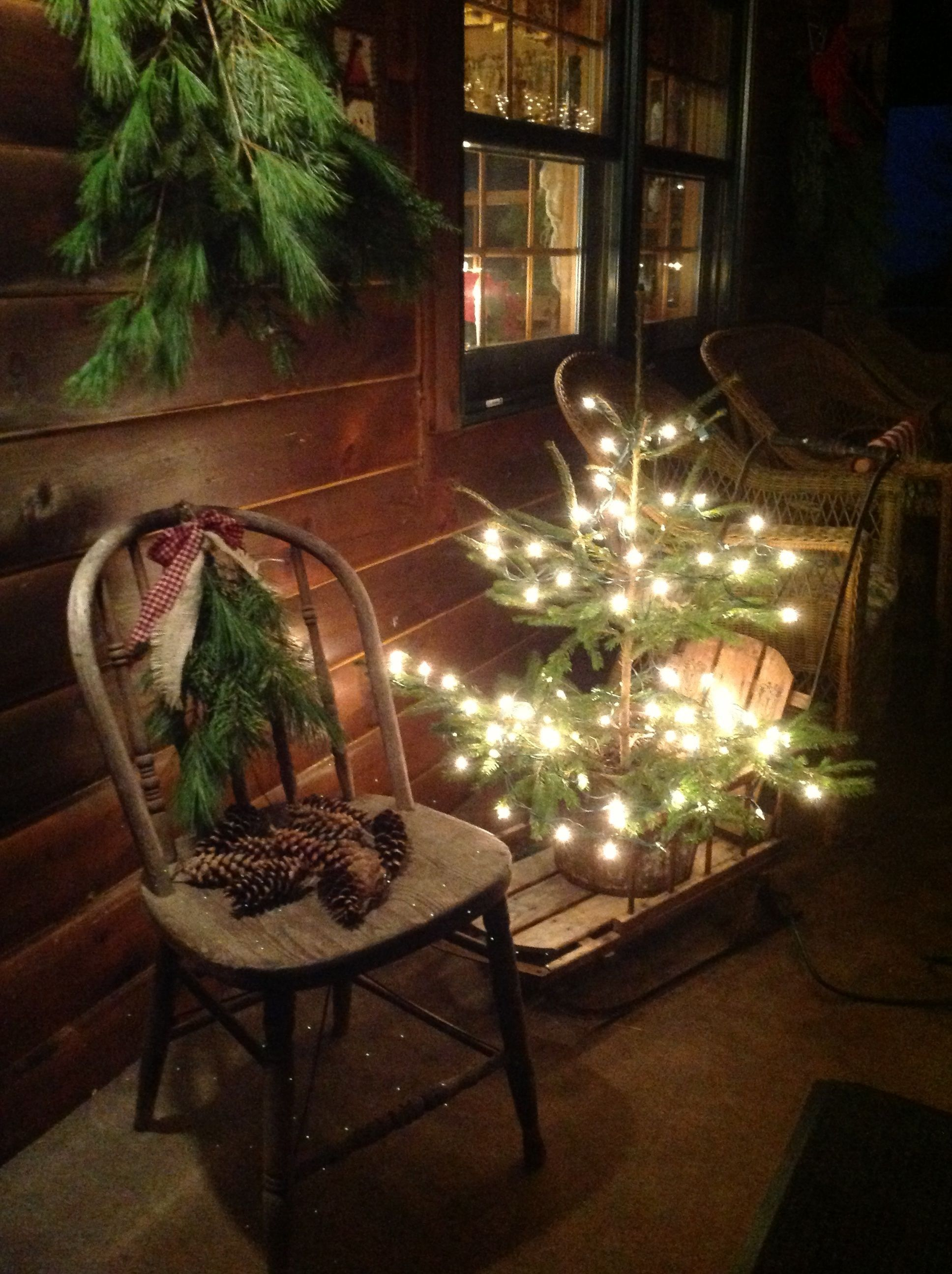 Stunning diy front porch christmas tree ideas on a budget 27