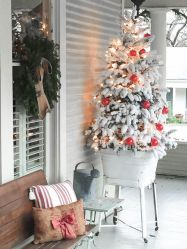 Stunning diy front porch christmas tree ideas on a budget 38