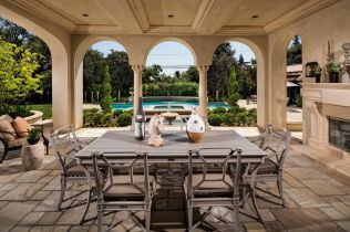 Beautiful mediterranean patio designs ideas 22
