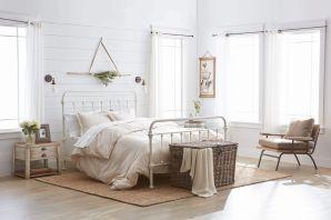 Casual vintage farmhouse bedroom ideas 36