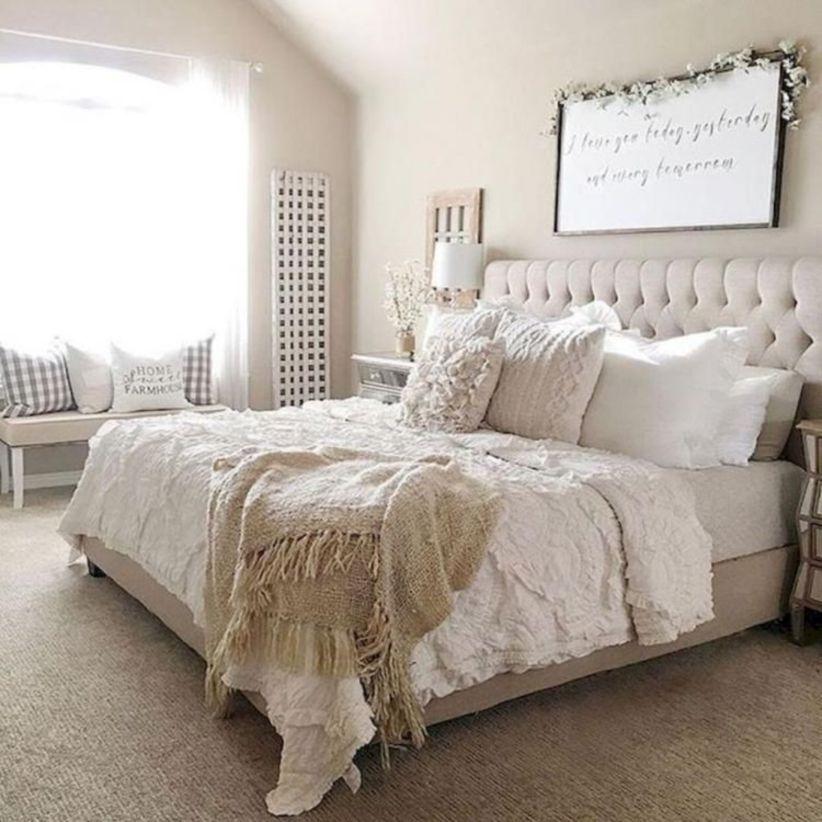 Cozy farmhouse master bedroom decoration ideas 17