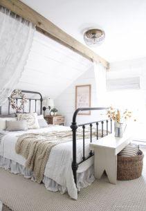 Cozy farmhouse master bedroom decoration ideas 25