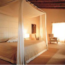 Inspiring valentine bedroom decor ideas for couples 05