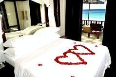 Inspiring valentine bedroom decor ideas for couples 35