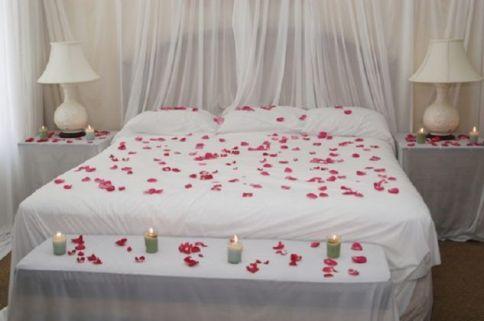 Inspiring valentine bedroom decor ideas for couples 36