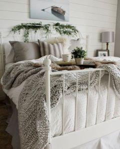 Lovely white bedroom decorating ideas for winter 12