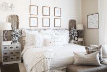 Lovely white bedroom decorating ideas for winter 14