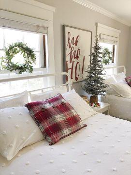 Lovely white bedroom decorating ideas for winter 34