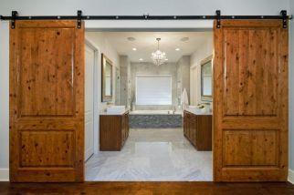 Luxurious bathroom designs ideas that exude luxury 19