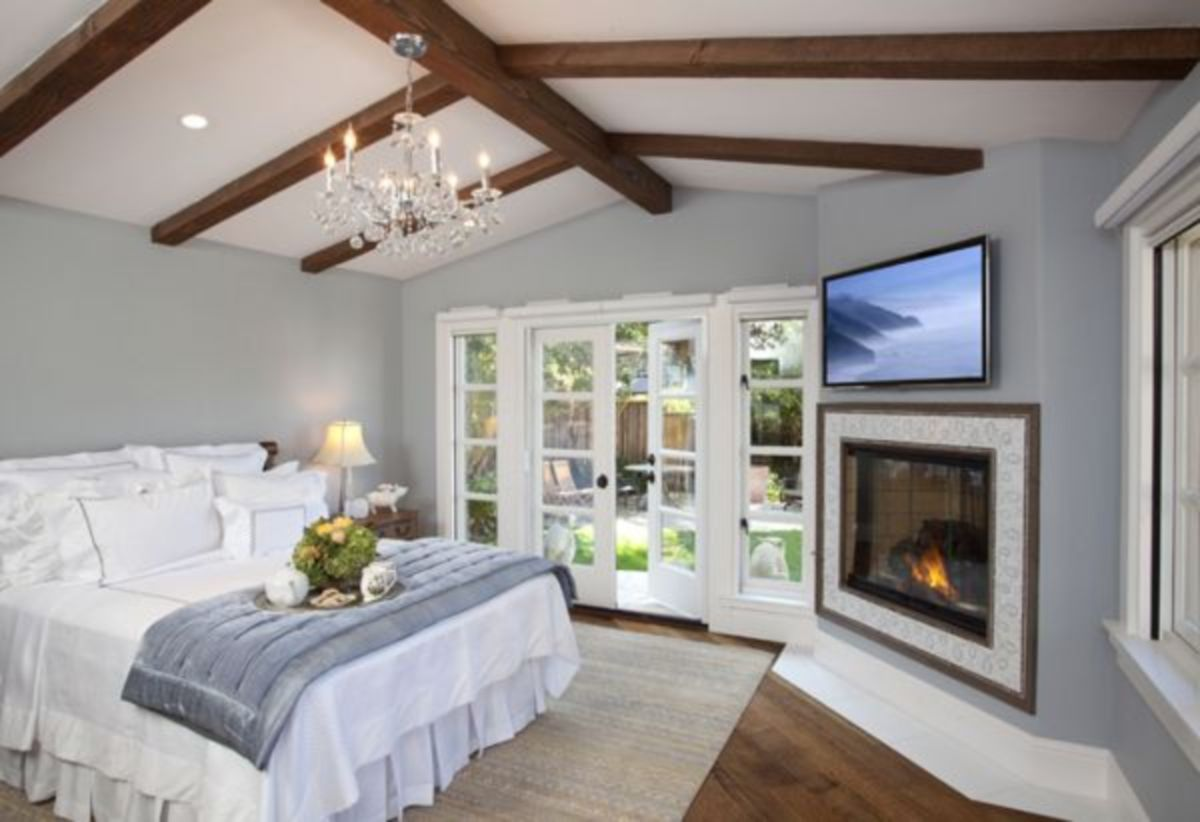 Pretty bedroom designs ideas with exposed wooden beams 02