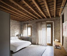 Pretty bedroom designs ideas with exposed wooden beams 13