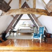 Pretty bedroom designs ideas with exposed wooden beams 19