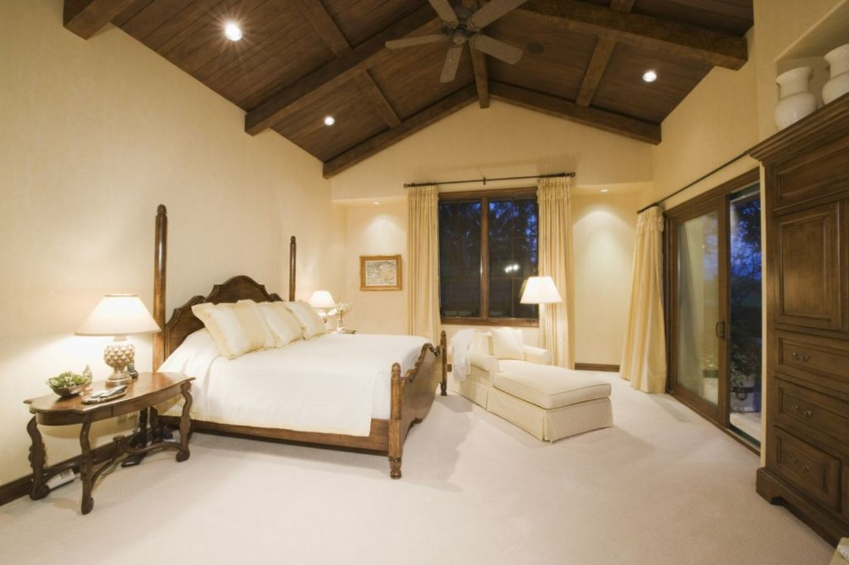Pretty bedroom designs ideas with exposed wooden beams 36