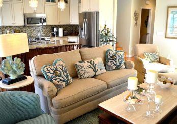 Stylish coastal living room decoration ideas 31