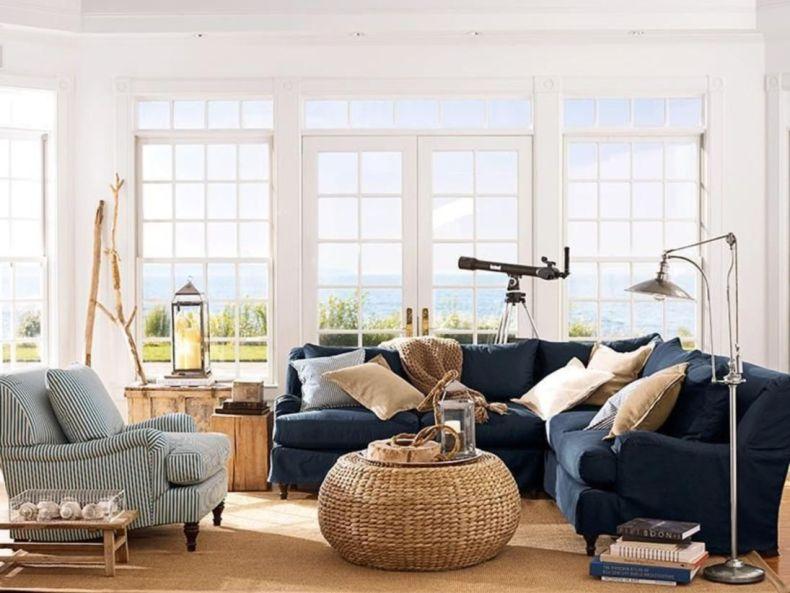 Stylish coastal living room decoration ideas 35