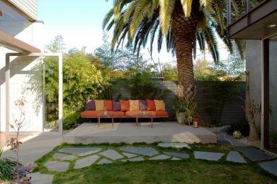 Elegant backyard landscaping ideas using bricks 24