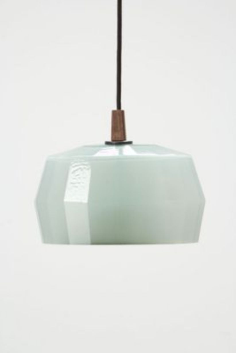 Fascinating colorful glass pendant lamps ideas for your kitchen 09