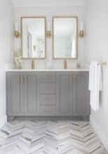 Perfect master bathroom design ideas for small spaces 03