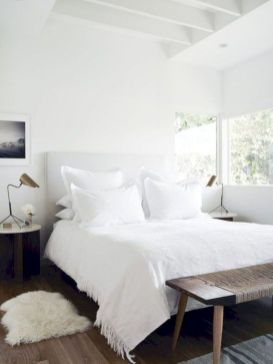Unique white minimalist master bedroom design ideas 16